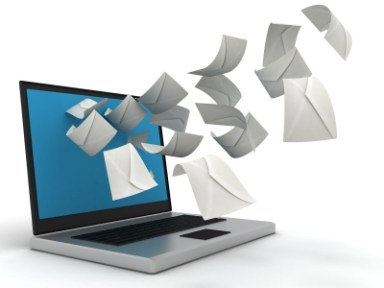 ordinateur qui envoie des messages