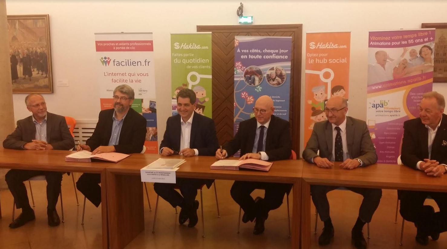Signature partenariat Hakisa et Réseau APA
